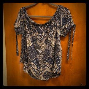 Summer, off-shoulder bandana pattern shirt